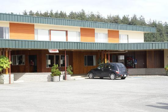 Curly Redwood Lodge: Hotel Exterior