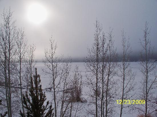 Western Riviera Lakeside Lodging & Events: Window view of Grand Lake from condo