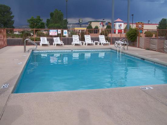 Comfort Inn: The freezing cold pool