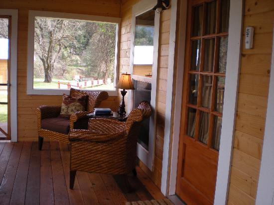 Coho Cottages: Large screened porches