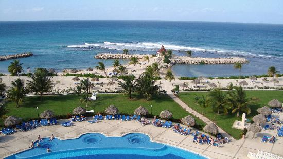 chicken! Rum punch! - Picture of Grand Bahia Principe Jamaica, Runaway ...