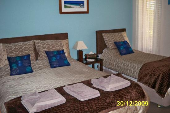 Baudins of Busselton: Blue and Browns - Room 4