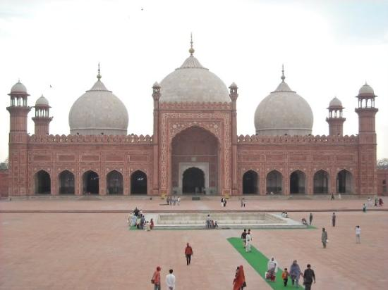 essay on a visit to badshahi mosque Badshahi mosque photo by: anayabano , creative commons if you are intrigued not only by the islamic religion but also about its architecture, pakistan offers.