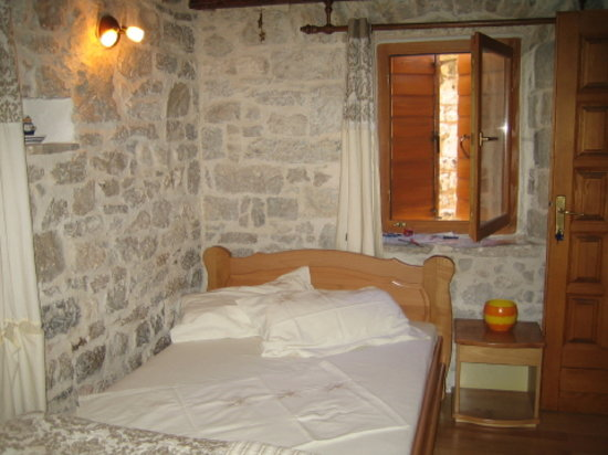 Salvezani Apartment: sleeping room, app.no2