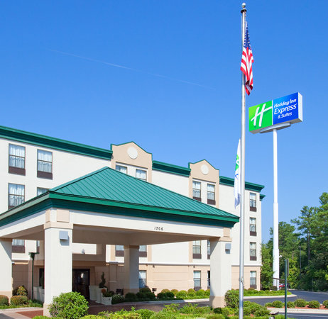 Photo of Holiday Inn Express Fayetteville - Ft. Bragg