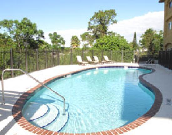 La Quinta Inn &amp; Suites Sebring swimming pool