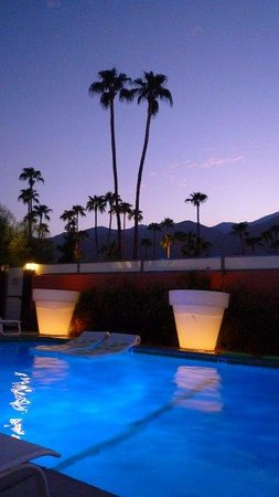 Century Palm Springs: Sunset @ Century Resort