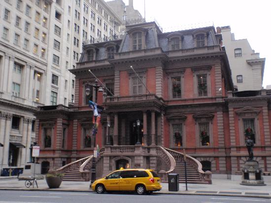 The Inn At The Union League : Broad Street entrance 