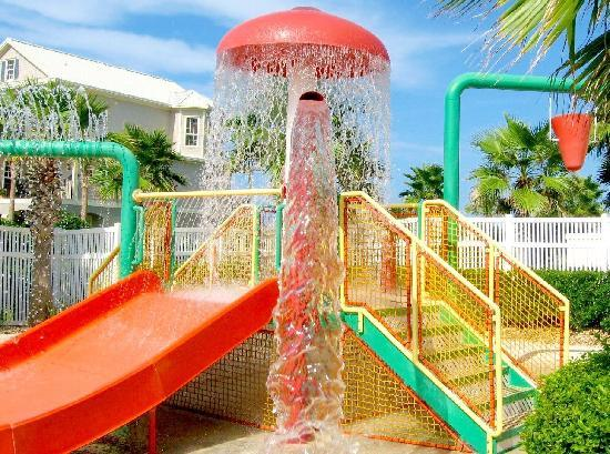 Cinnamon Beach at Ocean Hammock Beach Resort: Kids will love water splash zone