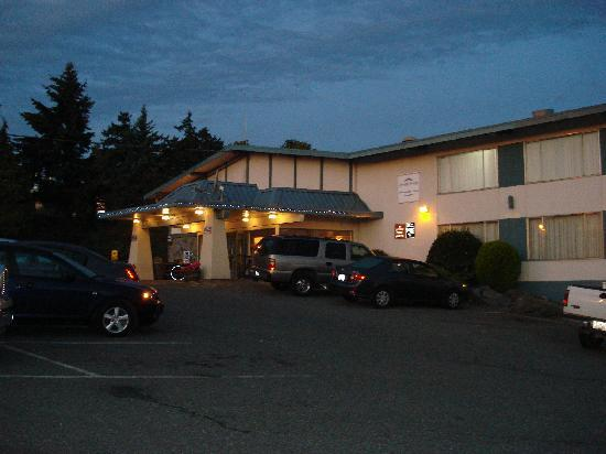 Howard Johnson Nanaimo Harbourside : Hotel von Auen 