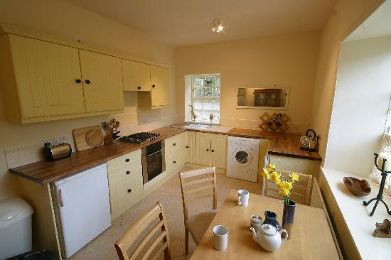 Primrose grange house: beautiful county kitchen of the guest wing
