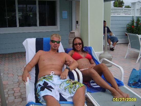 Holmes Beach, FL: relaxing around the pool