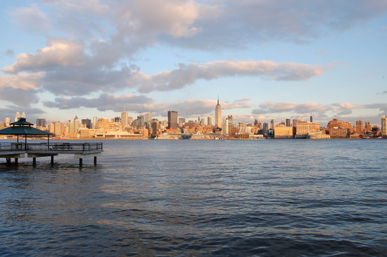 Hoboken, NJ: Manhattan at sunset from Sinatra Park