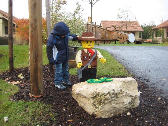 LEGOLAND Feriendorf: Outside the cabin