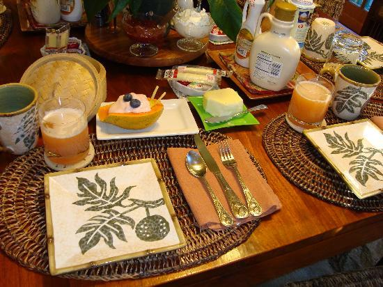 Guest Cottages at Volcano Tree House: Breakfast
