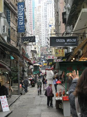 Shama Central Serviced Apartment: Peel St with Shama on left (see blue sign), Hollywood St. at top where red taxi is visible