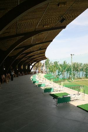 BEST WESTERN PREMIER Hon Tam Resort & Residences: Golf Driving Range - Free for Guests
