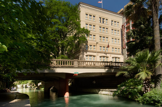 Drury Inn & Suites Riverwalk: Exterior