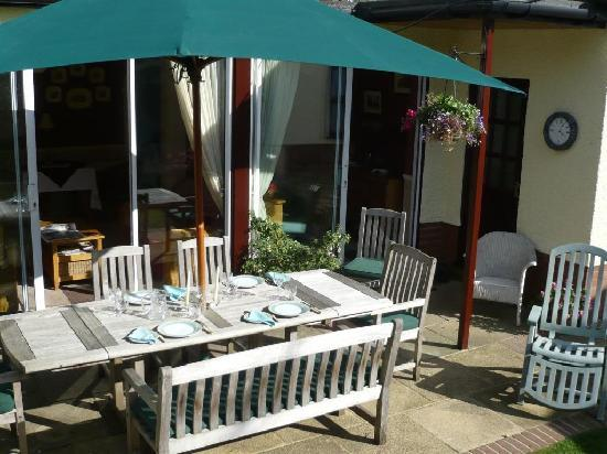 Sidegate Guest House: Al fresco dining in the Summer....