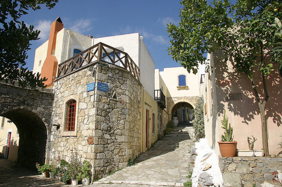 Arolithos Traditional Cretan Village: Narrow streets