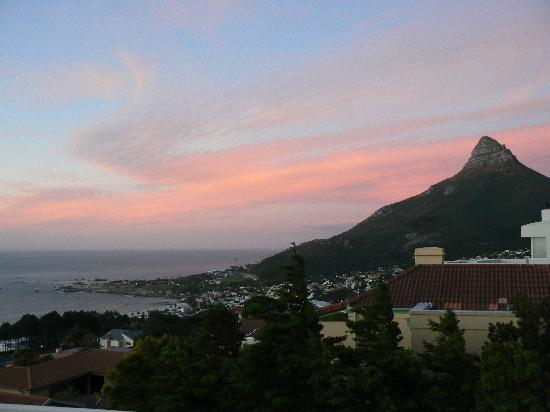 African Dreams Guest House: RED SKY OVER LIONS HEAD