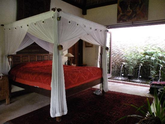 Kusuma Sari Villa & Spa: Master bedroom
