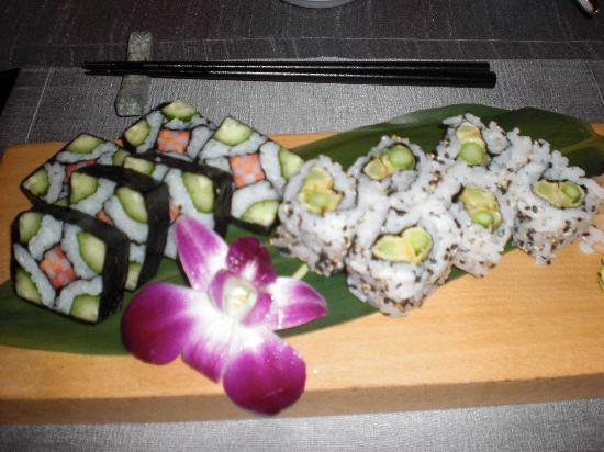 Taj Mahal Hotel: I am vegan so the chef made special sushi rolls for me!