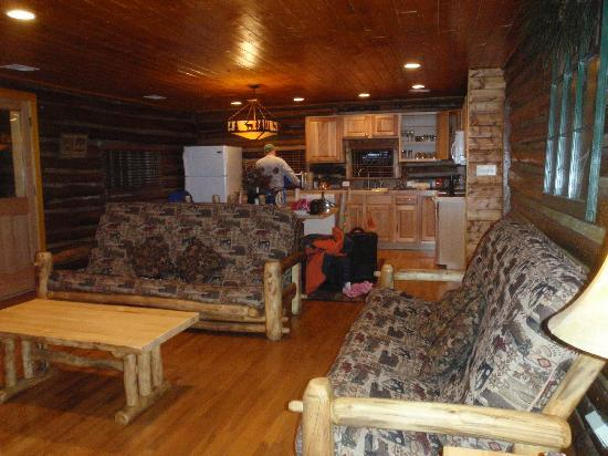 Triple R Cottages: The main living and kitchen area