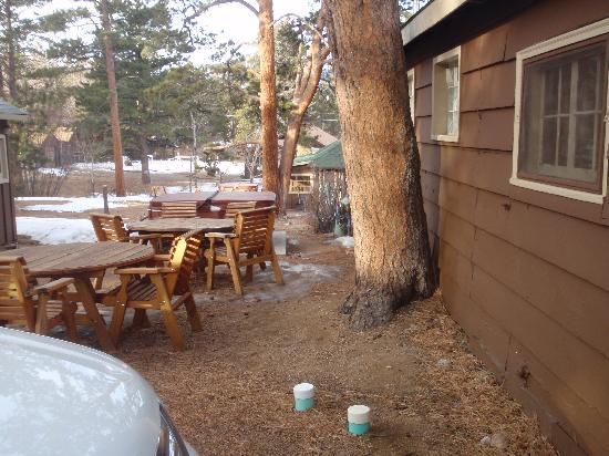 Triple R Cottages: plenty of space outside which is better for summer, especially since there is a grill provided.
