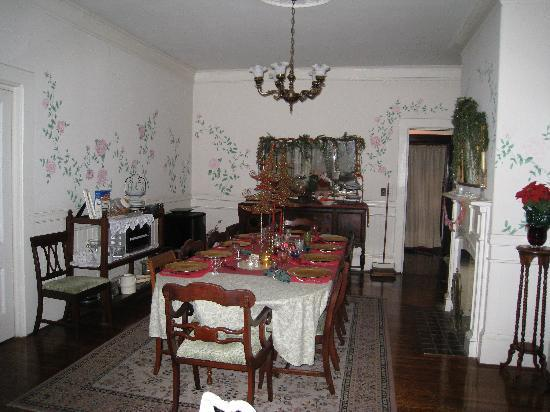 The Bissell House Bed & Breakfast: Dining room