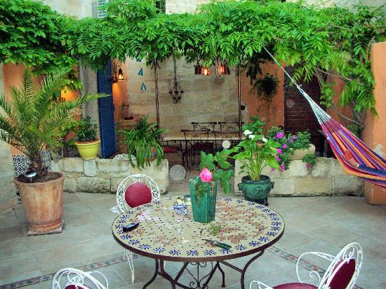 Le Clos du Rempart: Lovely patio