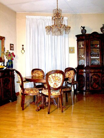 B&amp;B Garibaldi Orvieto: Wide living room of my family, usually not available for guests