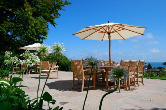 Hillside Hotel: The magnificent terrasse where where hung out in the sun
