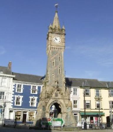 ‪‪Wynnstay Hotel‬: Machynlleth clock tower‬