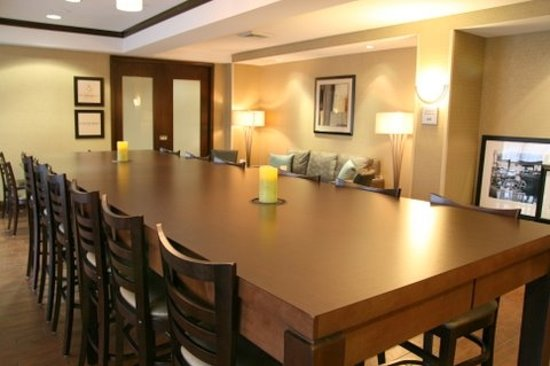 Hampton Inn North Brunswick/New Brunswick: Community Breakfast Table