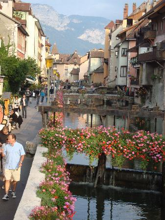 Campanile Annecy Nord - Metz: Another canal in Annecy