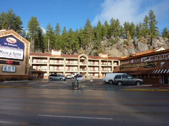 Mt. Rushmore&#39;s Washington Inn &amp; Suites: Vista general del hotel