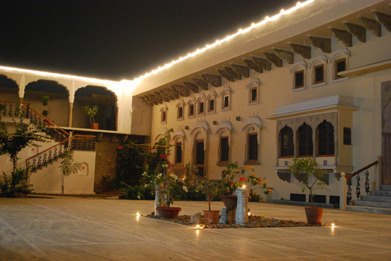 Dera Mandawa: Courtyard by night