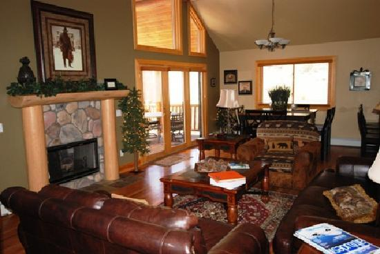 Rocky Mountain Views: Upper living room