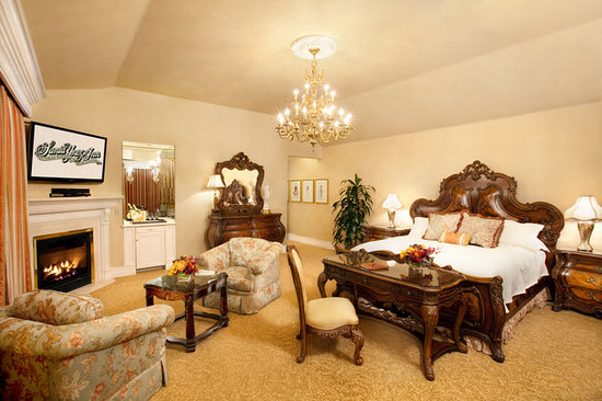 Santa Ynez Inn: Tower Suite