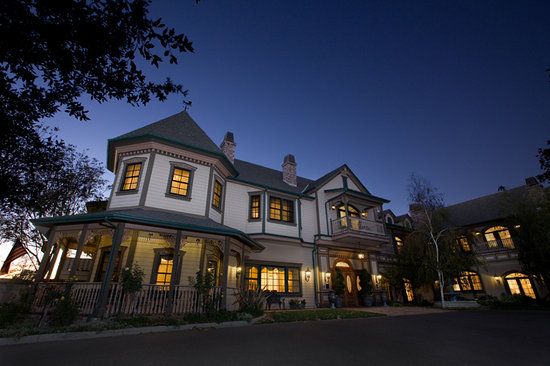 Santa Ynez Inn: Night Shot
