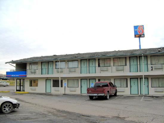 Motel 6 Elizabethtown: Hotel Side View