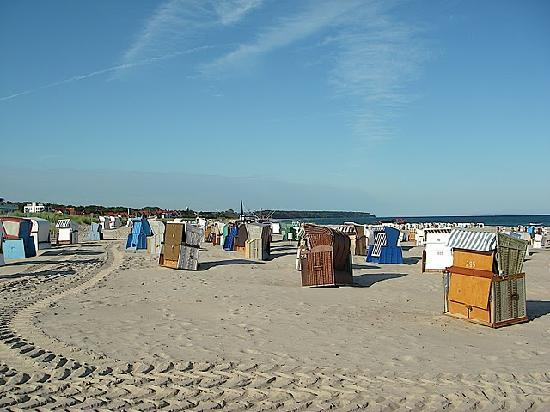 Warnem nde beach baskets picture of warnemunde rostock for Warnemunde ja hotel