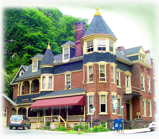 Jim Thorpe, Пенсильвания: MANOR B & B at Opera House Square