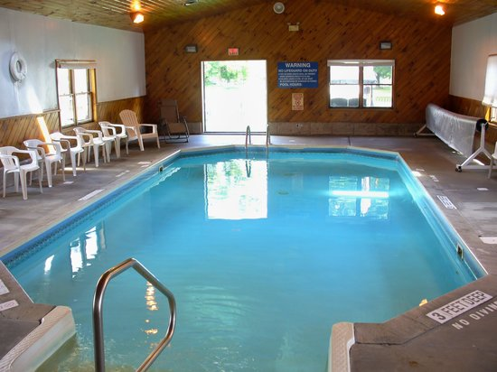 Villager Motel and Glen Manor Bed and Breakfast: Heated indoor Pool