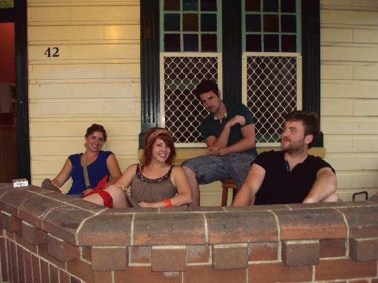 Newcastle Backpackers: Hanging out on the porch