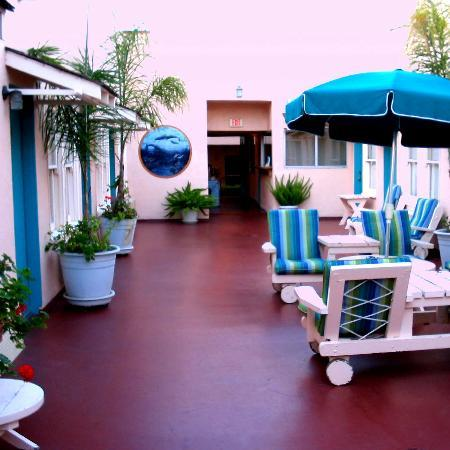 Hotel Mac Rae: Open-Air Courtyard
