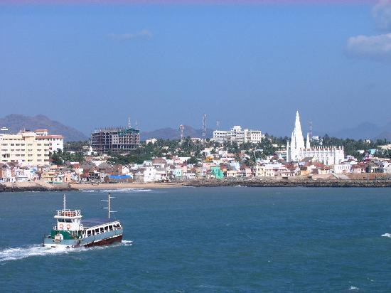 SivaMurugan Lodging: View of Kanykumari from Vivekananda Rock