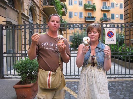 Domus Betti: My daughter and her husband eating the best Gellatio ever