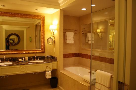 Best place to stay in macau the venetian macao resort for Beautiful washrooms
